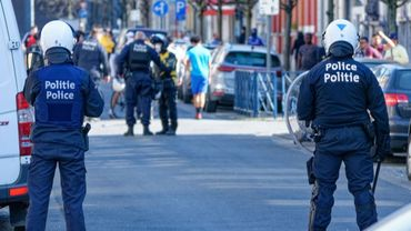 L'homme qui avait volé l'arme d'un agent lors d'émeutes à Anderlecht sous mandat d'arrêt