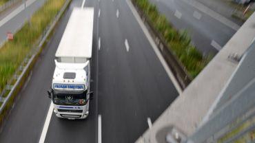 La redevance kilométrique pour camions vise la participation des transporteurs étrangers aux coûts du réseau, mais elle pourrait coûter cher aussi au secteur en Wallonie