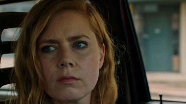 """Amy Adams est hantée par son passé dans """"Sharp Objects"""", la nouvelle mini-série de HBO."""