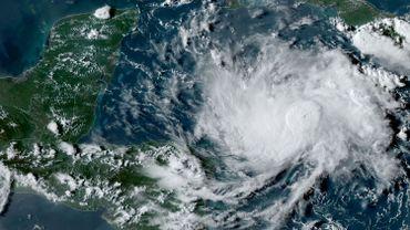 L'ouragan Nana met le nord de l'Amérique centrale en alerte