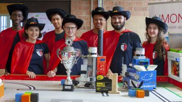 Les 7 Monsquetaires champions d'Europe de robotique