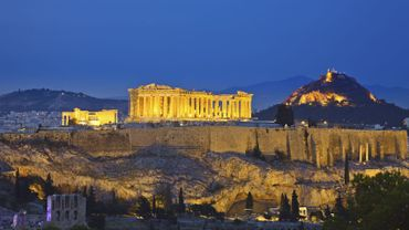 Depuis la création de ce service en 1976, un vaste plan de restauration des monuments de l'Acropole, dont le Parthénon, est en cours, financé surtout par l'Union européenne