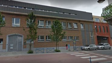Les élèves des sections flamandes et francophones de l'école primaire Saint-Michel ont été évacués à cause d'un incendie à proximité.