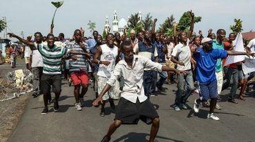 Des manifestants burundais opposés à un 3e mandat de leur président défilent dans les rues à Bujumbura, le 19 mai 2015