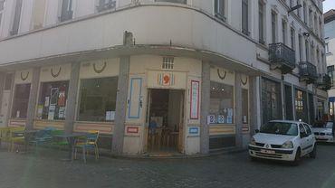 Le Brass'Art est installé sur la place communale de Molenbeek.