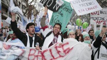 """Manifestation de professionnels de la santé et d'étudiants de médecine contre la """"loi Touraine"""", le 15 mars 2015 à Paris"""