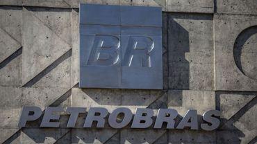 L'entrée principale du siège de la société pétrolière brésilienne  Petrobras à Rio de Janeiro