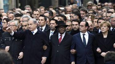 """Le président de la Commission européenne J-C Juncker, le Premier ministre israélien B. Netanyahu, le président Malien I-B. Keita, Francois Hollande, la chancellière A. Merkel à la """"Marche républicaine"""" à Paris le  11 janvier 2015"""