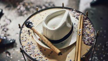 Bientôt le carnaval, chapeau pour les dames presque indispensable