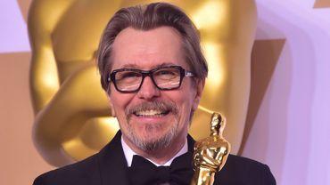 """Gary Oldman va collaborer de nouveau avec le réalisateur qui lui a permis de gagner l'Oscar du meilleur acteur cette année pour son interprétation de Winston Churchill dans """"Les Heures sombres""""."""