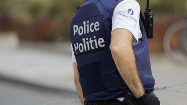 Un suspect de vol pris la main dans le… châssis