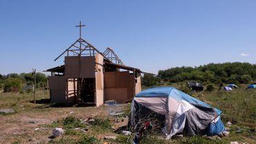 Une église en carton dans un bidonville aux allures de « No man's land ».