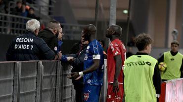 Le défenseur d'Amiens Prince Desir Gouano s'est directement adressé aux supporters racistes pendant l'interruption du match.