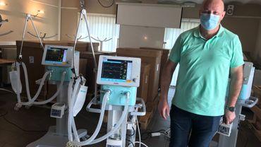 Le Dr Luc Bissen est rassuré par l'existence de cette réserve stratégique de matériel pour les soins intensifs
