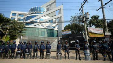 Des milliers d'ouvriers du textile ont refusé de suspendre leur grève qui dure depuis plus d'une semaine