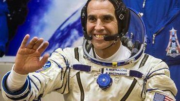 L'astronaute américain Rick Mastracchio essaye une combinaison spatiale au cosmodrome de Baïkonour, le 7 novembre 2013