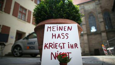 """""""Vous n'aurez pas ma haine"""", proclame une pancarte déposée à Ansbach en Allemagne le 26 juillet 2016, au lendemain d'un attentat jihadiste à la bombe"""