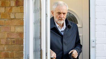 Le dirigeant du Parti travailliste Jeremy Corbyn quitte son domicile de Londres le 14 janvier 2019.