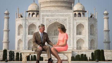 Les souverains belges posent devant le Taj Mahal
