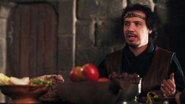 L'auteur et réalisateur de Kaamelott, Alexandre Astier, interprète le rôle du roi Arthur.