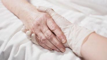 Jacques P. a fait absorber une grande quantité de médicaments mélangés à un verre de porto pour provoquer le décès de cette dame qu'il aimait profondément depuis 43 ans.