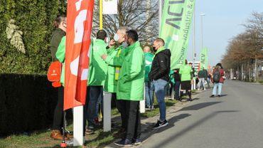 Action des syndicats et du parti d'extrême gauche PTB-PVDA, à proximité de plusieurs sociétés pharmaceutiques à Puurs