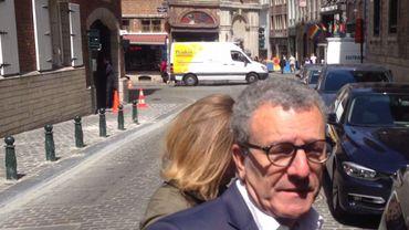 van Mayeur fait l'objet d'une information judiciaire du parquet de Bruxelles.