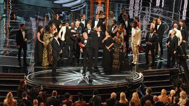 """En annonçant """"La La Land"""" comme lauréat de l'Oscar du meilleur film au lieu de """"Moonlight"""" à cause d'un problème d'enveloppe, Faye Dunaway et Warren Beatty ont créé le plus gros cafouillage de l'histoire des Oscars"""