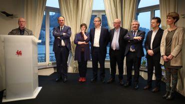 Le Gouvernement wallon réuni lors de la dernière cérémonie de remise des Mérites