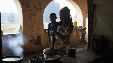 Chaque année en Afrique, de nombreuses femmes tentent d'échapper à un système ancestral de contraintes, le Lévirat.