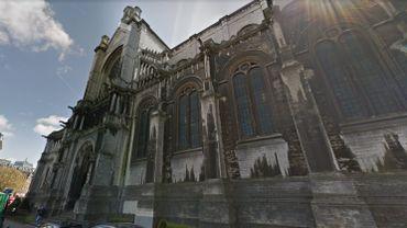 La façade nord de l'église Sainte-Catherine salie par le temps et la pollution
