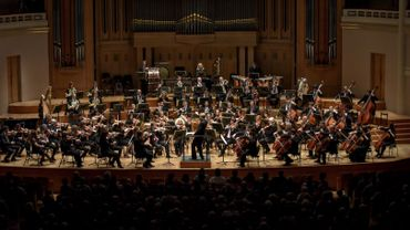 Hugh Wolff dirigeant le Belgian National Orchestra