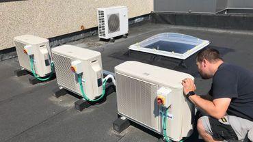 Cet été, les installateurs et réparateurs de climatiseurs sont assaillis de demandes d'intervention, tant pour les nouvelles installations que pour les réparations et la maintenance d'appareils plus anciens.