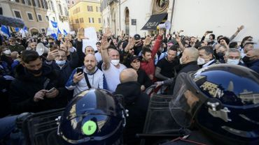 Coronavirus : un policier blessé lors d'une manifestation contre les mesures anti-Covid en Italie