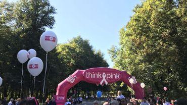 Près de 7000 coureurs à Bruxelles soutiennent la lutte contre le cancer du sein