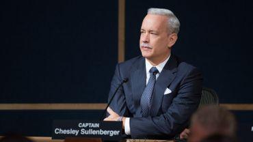 """Tom Hanks s'est blanchi les cheveux pour jouer """"Sully"""" sous la direction de Clint Eastwood"""
