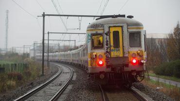 Infrabel réduira le personnel de plus de 550 cheminots en 2015, selon la CSC
