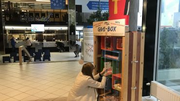 Un large réseau d'armoires à dons existe depuis 2014 à Etterbeek. 12 give-box ont déjà été placées en différents endroits de la commune.