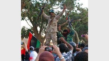 Les combattants du CNT sont accueillis en héros à leur arrivée dans Benghazi le 22 octobre 2011.