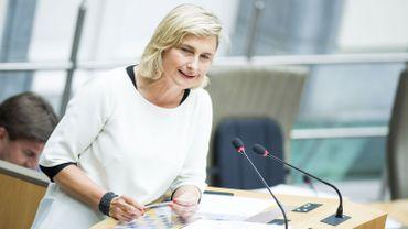 Hilde Crevits, CD&V, deuxième score de popularité dans le baromètre politique VRT, De Standaard, RTBF, La Libre.