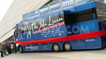Le Lennonbus sur la Grand place