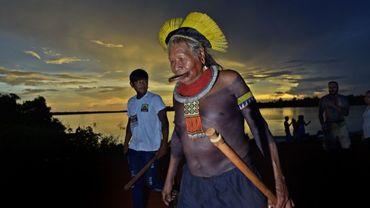 Le Cacique Raoni Metuktire, de la tribu Kayapo, dans le village de Piaracu, dans l'état brésilien du Mato Grosso, le 15 janvier 2020