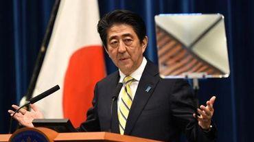Le Premier ministre japonais Shinzo Abe lors d'une conférence de presse à Tokyo le 21 novembre 2014