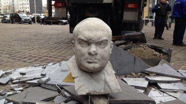 """Le """"Père de l'Europe"""" réduit en miettes par un camion"""