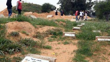 Des tombes sans nom le 9 décembre 2015 dans le cimetière de Bir el-Osta Milad, à la périphérie de Tripoli où sont enterrés les migrants morts noyés