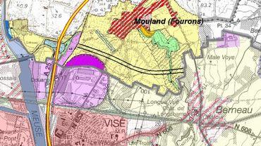 Les plans de secteur avec, en pastel, la partie wallonne; dans la partie flamande, deux traits noirs évoquent un tracé envisageable pour la futur liaison routière