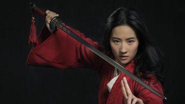 """Hongkong: l'actrice de """"Mulan"""" soutient la police et expose le film au boycott"""