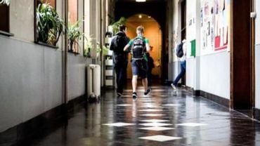 Les écoles tenues de remettre une estimation des frais escomptés au cours de l'année.