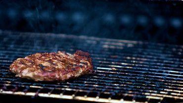 Cuire la viande à point est une solution sûre pour éviter ce genre de drame.