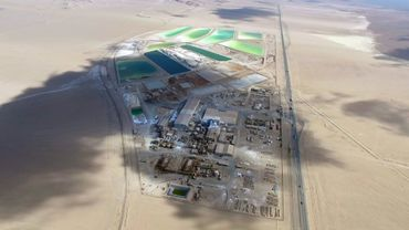 Photographie distribuée par la compagnie minière SQM d'une mine de lithium dans le désert d'Atacama (Chili), le 26 décembre 2016.